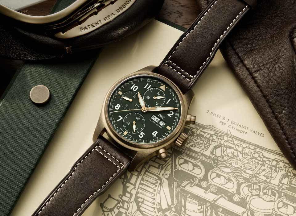 4165325a014e El primer Reloj de Aviador Cronógrafo equipado con movimiento de la familia  de calibres 69.000 que presenta IWC es una fina pieza de orfebrería  mecánica.